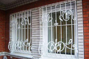 Почему нужны кованые решетки на окна